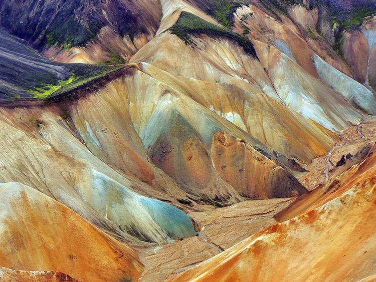 http://beautifulplacestovisit.com/regions/landmannalaugar-iceland/